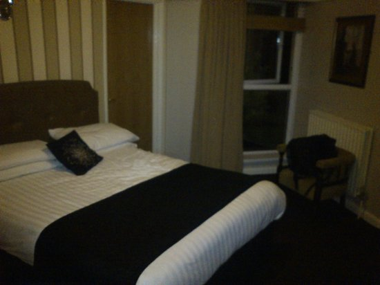 Balmoral Hotel: Room