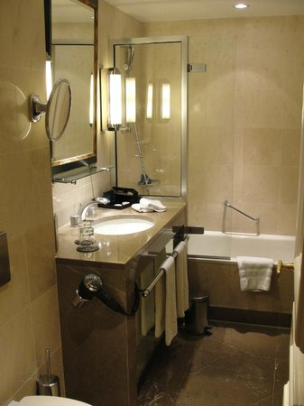 Sofitel Paris Le Faubourg: Luxury Room Bathroom