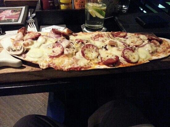 De Vere Village Solihull : flat bread pizza at The Village - lush ! 