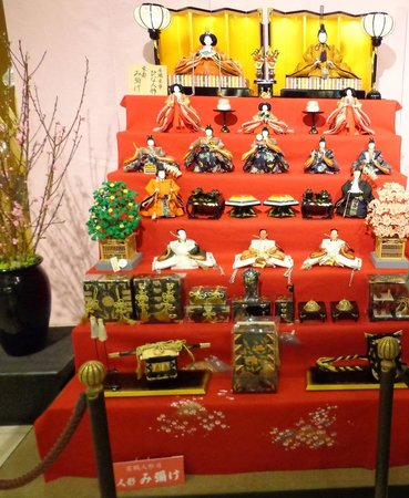 Rihga Royal Hotel Kyoto: Beautiful dolls for the Girl's Festival at the Hotel's central hall
