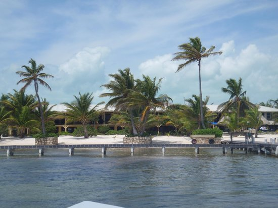 El Pescador Resort: View of hotel from the boat