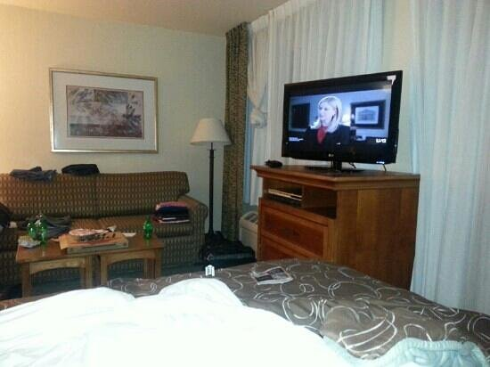 Staybridge Suites Brownsville: this is the only thing i hated..that the bed is touching the tv stand...