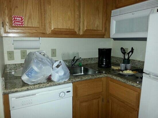 Staybridge Suites Brownsville: i loved the stove...no trash can though..