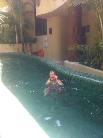 Maya Villa Condo Hotel & Beach Club: The kids enjoyed the pool at Maya Villa