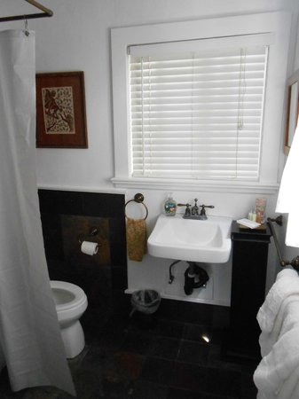 Haiku Cannery Inn B&amp;B: Bathroom in the Bamboo Suite