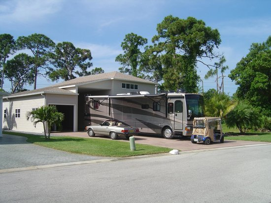 Garages hold a full size rv picture of great outdoors rv for Rv garage homes florida