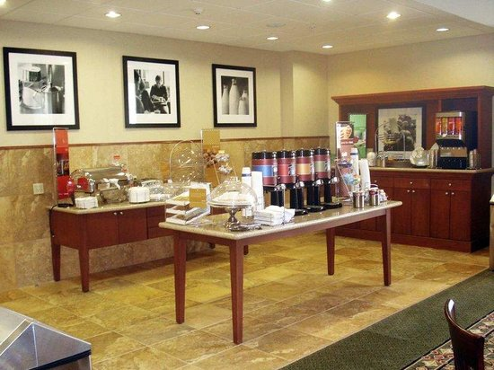 Hampton Inn &amp; Suites Houston-Rosenberg: Breakfast Area