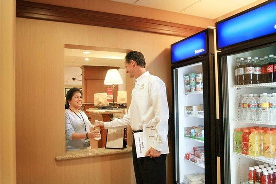 Hampton Inn & Suites Houston-Rosenberg: Suite Shop