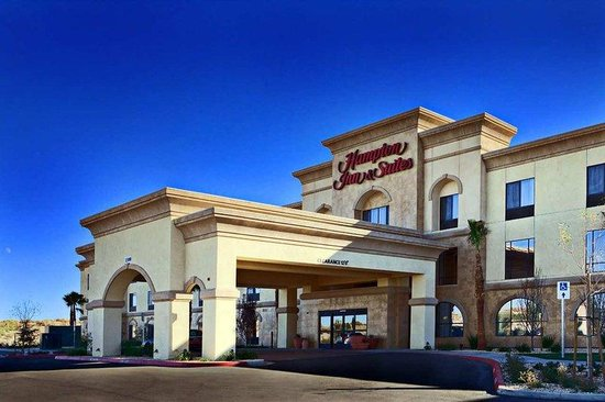Hampton Inn &amp; Suites Lancaster: Hotel Exterior