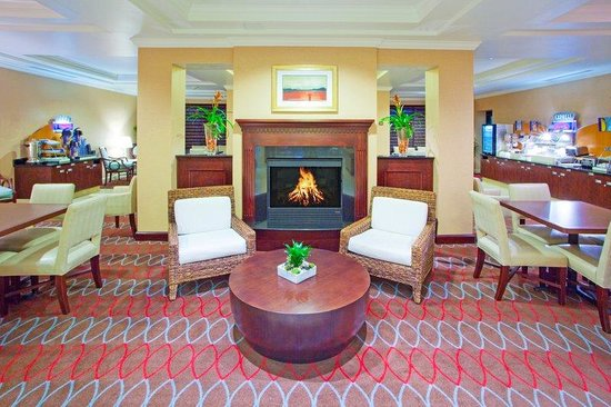 Holiday Inn Express Hotel &amp; Suites Washington DC-Northeast: Additional Breakfast Seating Area