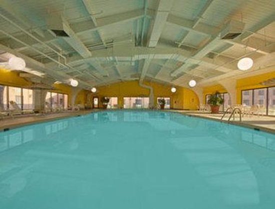Howard Johnson Madison: Pool