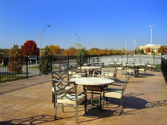 Hampton Inn Kansas City/near Worlds of Fun: Patio