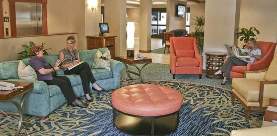 Hampton Inn Wilmington-University Area/Smith Creek Station : Our Contemporary Lobby