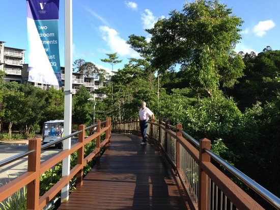 Outrigger Little Hastings Street Resort & Spa Noosa: starting the walk to the beach/shops at Noosa
