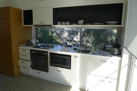 Smiths Beach Resort: Despite high tech look, kitchen is limited.  needs cookings supplies and more utensils