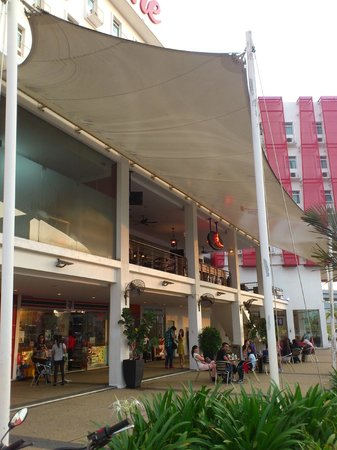 Tune Hotel Danga Bay: odyssey sales office, 7-11, coffee house, airasia sales office...
