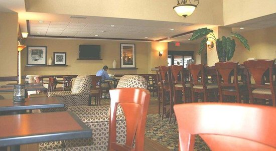 Hampton Inn Duncan: Lobby Dining Area