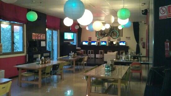 Equity Point Centric Hostel : social area used for breakfast