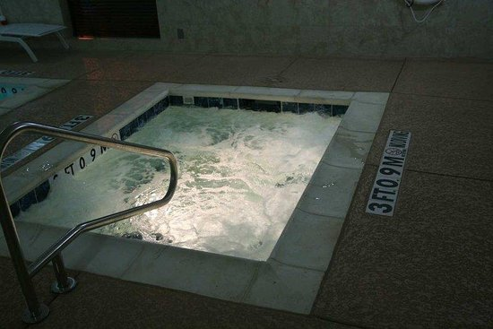 Hampton Inn &amp; Suites Fort Worth / Forest Hills: Whirlpool