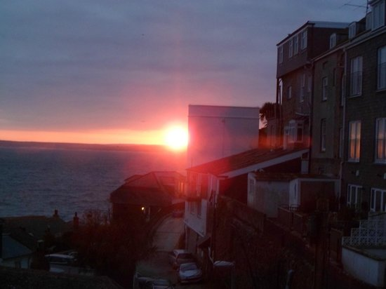 Seaforth B&B: sunrise from our bedroom window