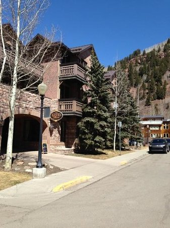 The Hotel Telluride: Front entrance / limited parking