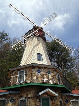 windmill at Heidi Motel