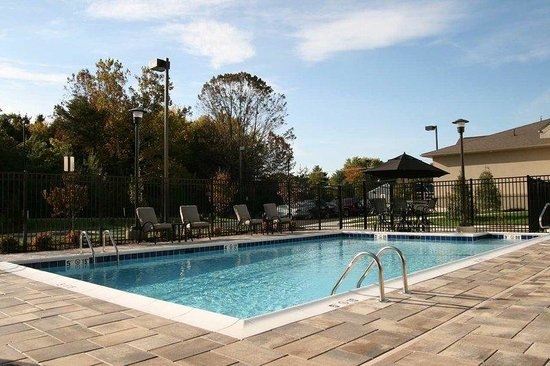 Homewood Suites by Hilton Leesburg: Outdoor Pool