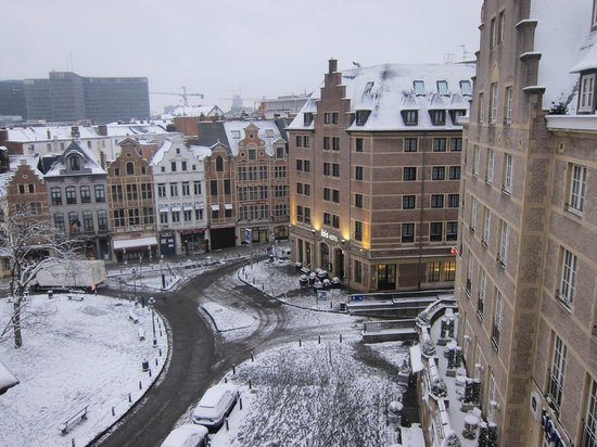 Novotel Brussels Grand Place: View from bedroom window