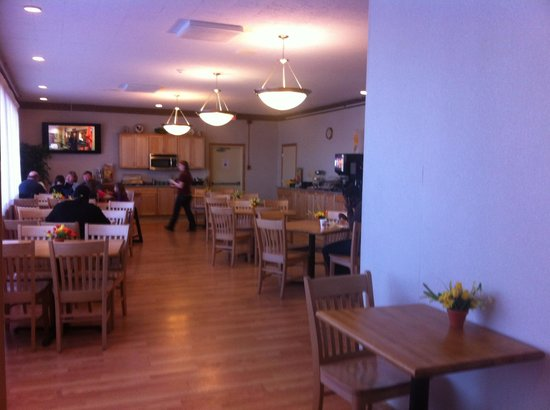 Quality Inn Rochester Airport: Breakfast Room