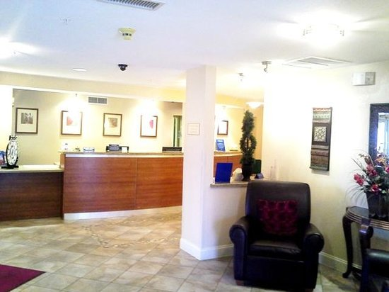 Candlewood Suites - Dallas Market Center: Front Lobby