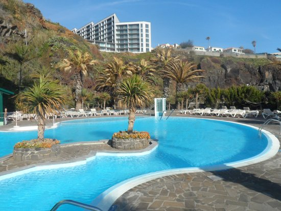 http://media-cdn.tripadvisor.com/media/photo-s/03/b9/b1/15/hotel-pool-facing-away.jpg