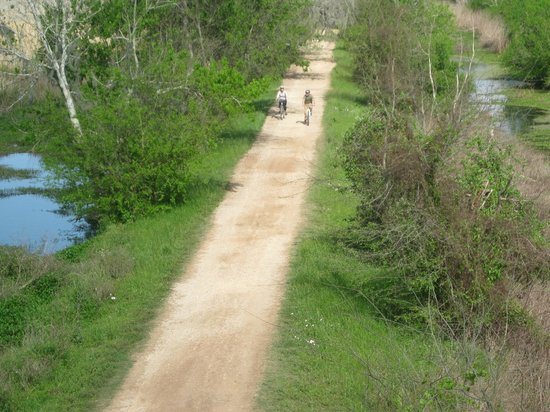Needville, TX: Nice easy hiking/biking trail