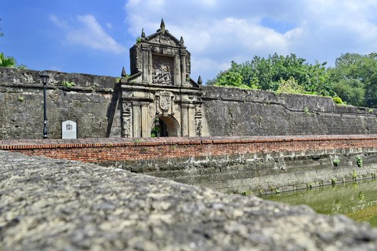 rizal in fort santiago Rizal shrine within plaza de armas of the fort santiago the rizal shrine at present, fort santiago is the host to rizal shrine that houses the important memorabilia, life and works, collections, the clothes he wore during his execution, and his bone relic.