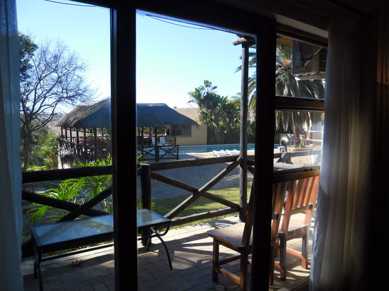 Krugersdorp, Güney Afrika: In room view of the lodge pool