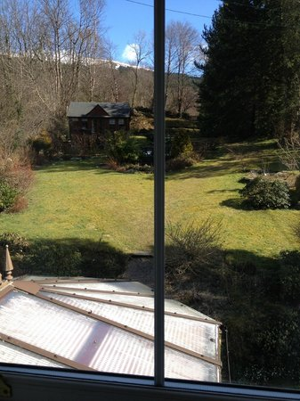 Rosebank House Bed and Breakfast: view from forest suite onto garden