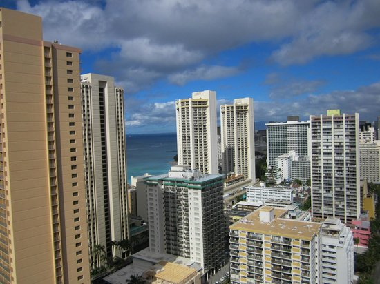 Hilton Waikiki Beach: City view from room