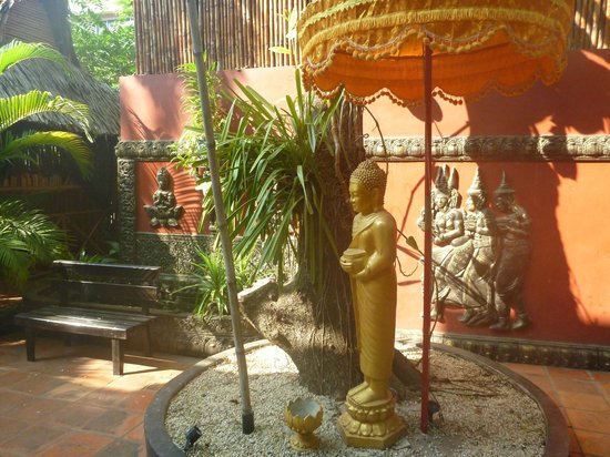 Bopha Angkor Hotel & Restaurant: Decor with Fish Pond in background
