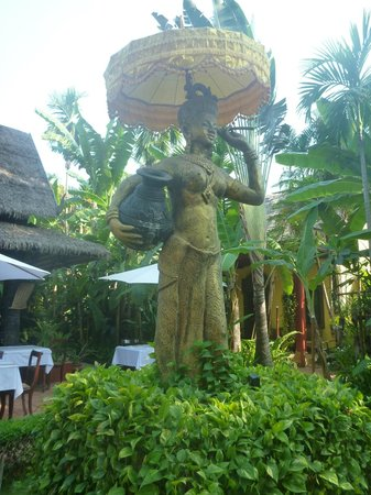 Bopha Angkor Hotel & Restaurant: Decor
