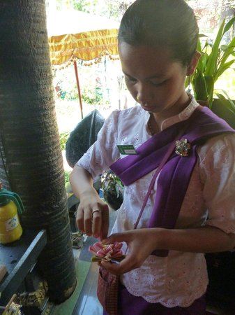 Bopha Angkor Hotel & Restaurant: Staff Making Flowers for Public Bathrooms