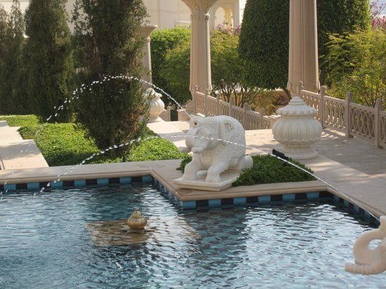 The Oberoi Udaivilas: The hotel grounds