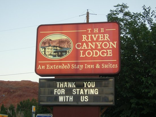 River Canyon Lodge Inn and Suites: reklame bord van het motel in Moab