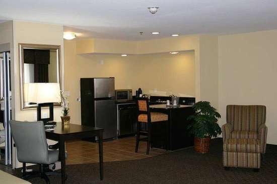 Hampton Inn & Suites Danville: Queen Ste w/Kitchenette