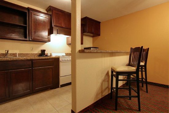 Raymondville, TX: Kitchenette Suite