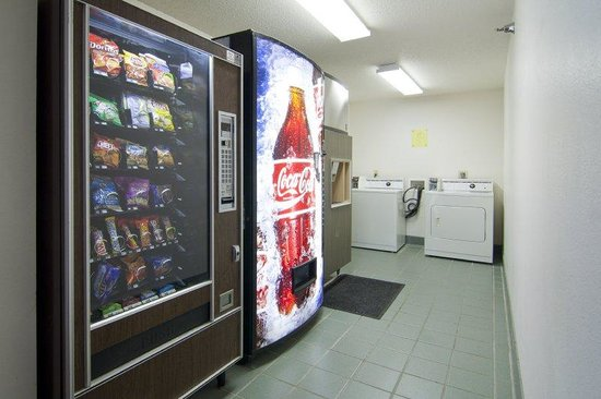 Zumbrota, Minnesota: Washing and Vending Machines