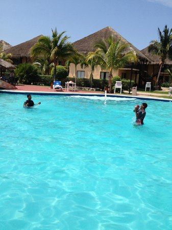 Allegro Cozumel: kids playing