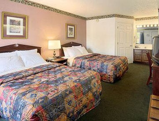 Union Days Inn: Standard Two Double Bed Room