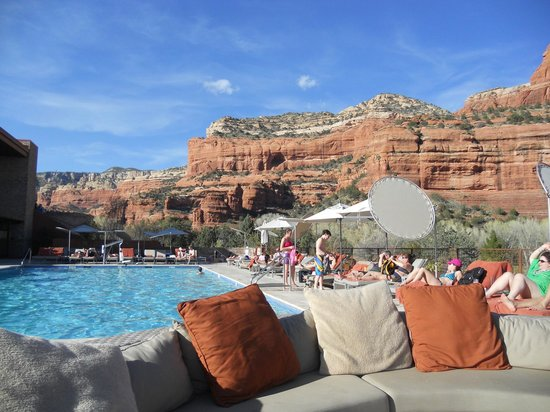 Sitting by the pool photo de enchantment resort sedona for Appart city lausanne