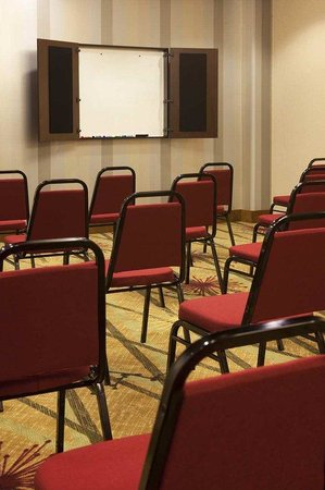 Hampton Inn &amp; Suites Seattle/Federal Way: Theater Style Meeting