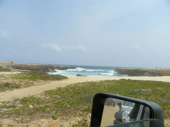 Pos Chiquito, Aruba : North side of Aruba..if you look in the mirror you can see the other jeeps
