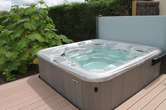 Les Herbiers, France : Jacuzzi 